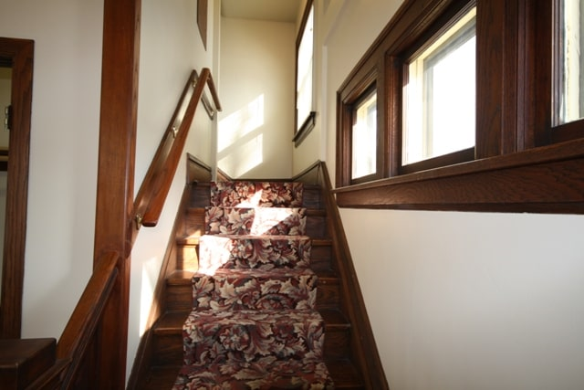 2621 Kingman Staircase